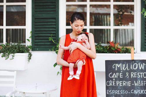 Trang Trần hé lộ những cực khổ khi chăm con một mình - 11