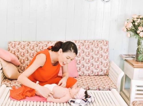 Trang Trần hé lộ những cực khổ khi chăm con một mình - 5