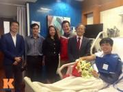 Bóng đá - Nằm viện, Công Phượng được Đại sứ Việt Nam ở Qatar đến thăm