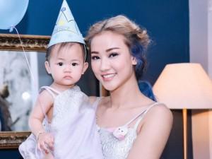 Maya mặc đồ đôi cùng con gái trong ngày sinh nhật