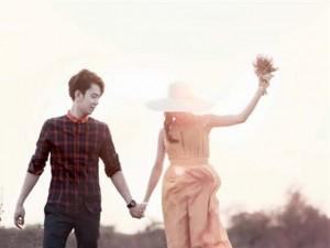 Thư tình: Hãy nắm tay anh thật chặt em nhé
