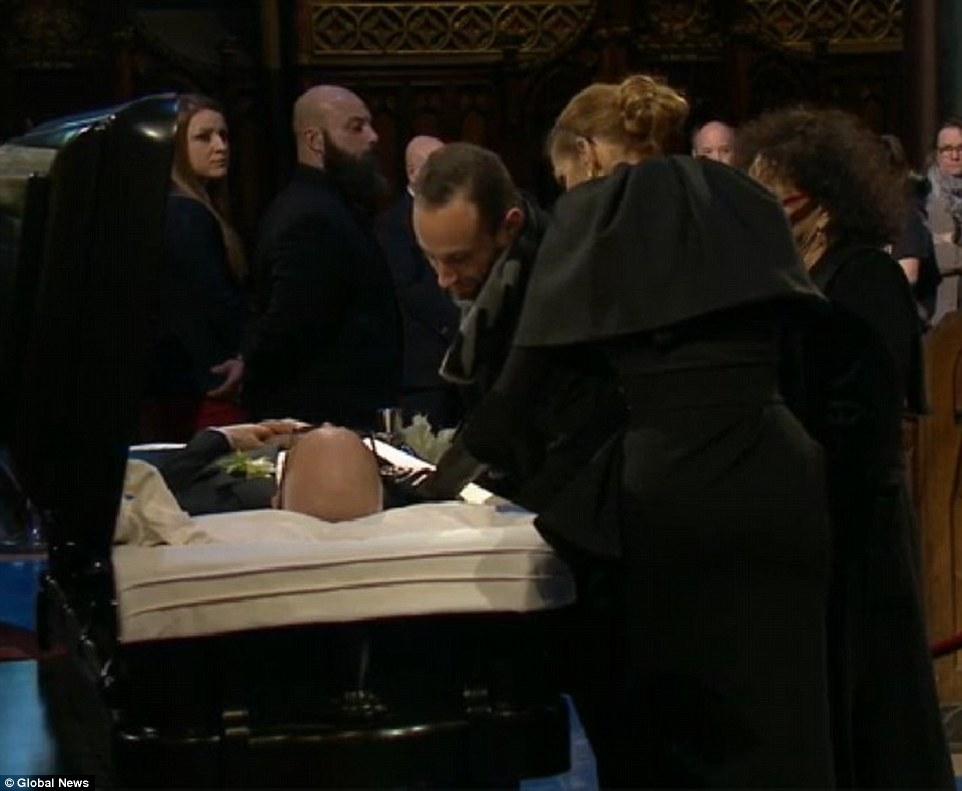 Celine Dion tháo nhẫn cưới, rơi lệ vĩnh biệt chồng - 2