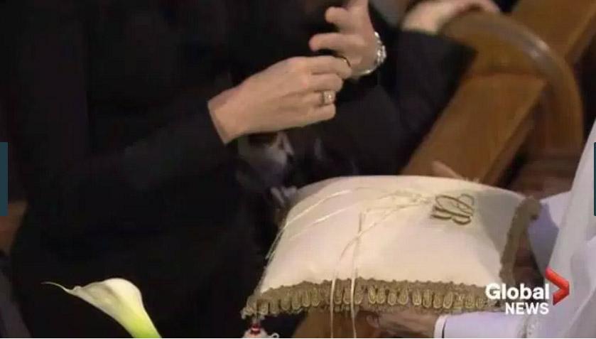 Celine Dion tháo nhẫn cưới, rơi lệ vĩnh biệt chồng - 8