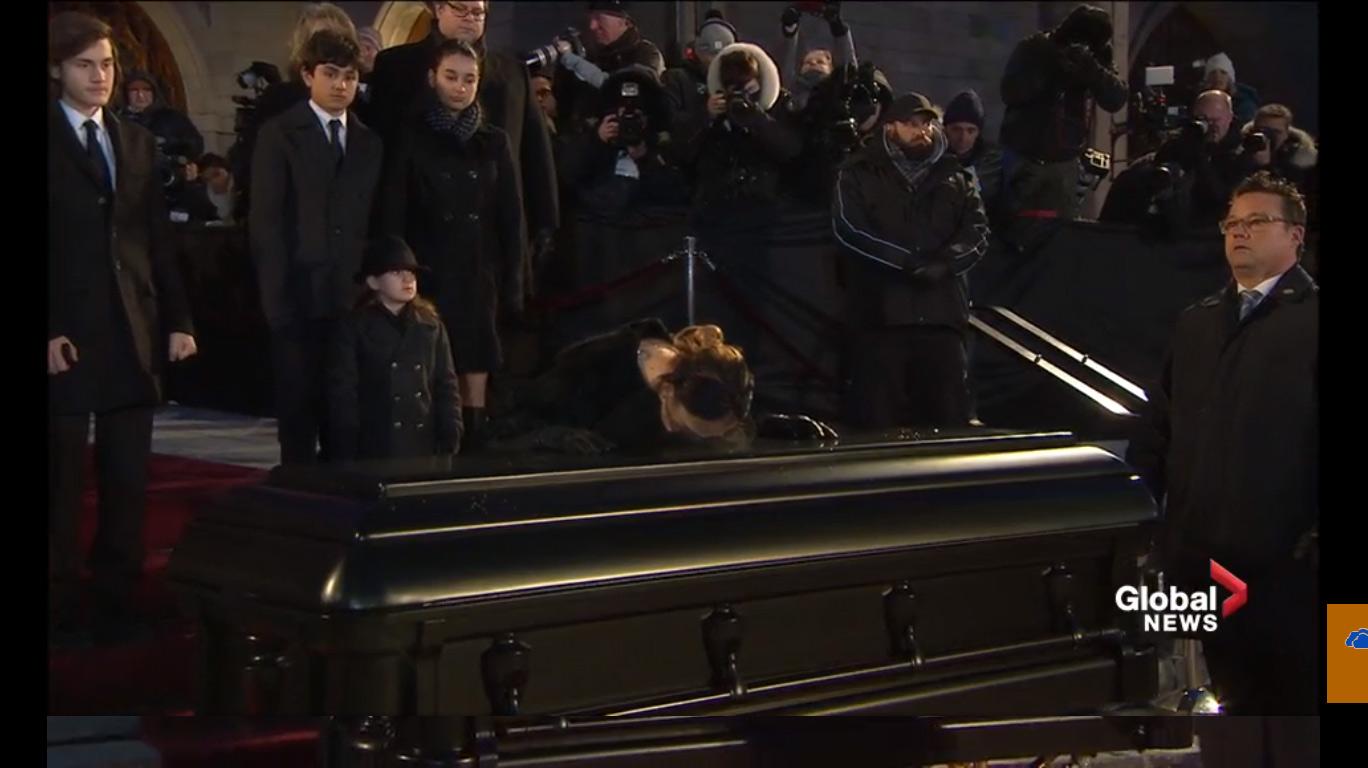 Celine Dion tháo nhẫn cưới, rơi lệ vĩnh biệt chồng - 13