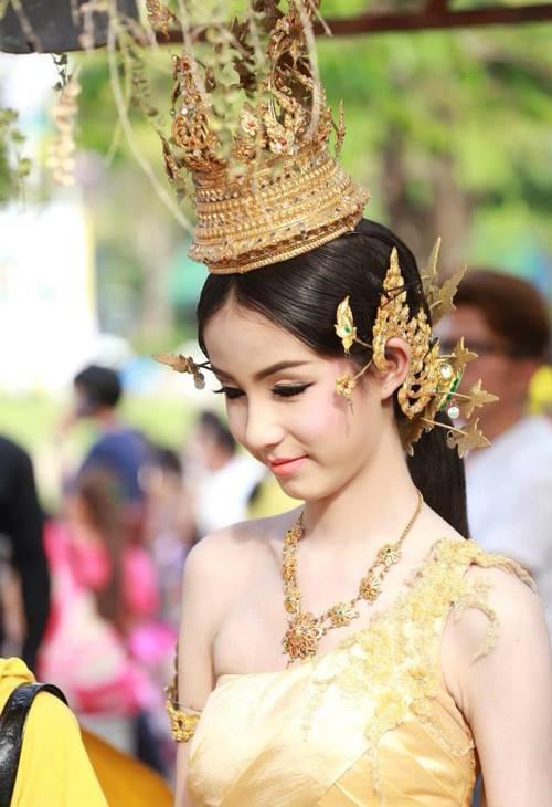 'Mỹ nhân chuyển giới' Thái Lan đẹp đến khó tin - 9