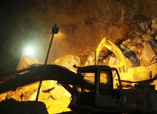 Nạn nhân thứ 6 tử vong trong vụ sập mỏ đá ở Thanh Hóa - 1
