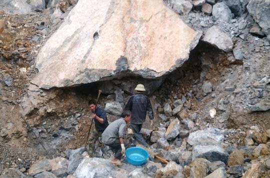 Nạn nhân thứ 6 tử vong trong vụ sập mỏ đá ở Thanh Hóa - 2