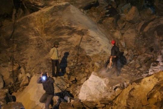 Nạn nhân thứ 6 tử vong trong vụ sập mỏ đá ở Thanh Hóa - 3