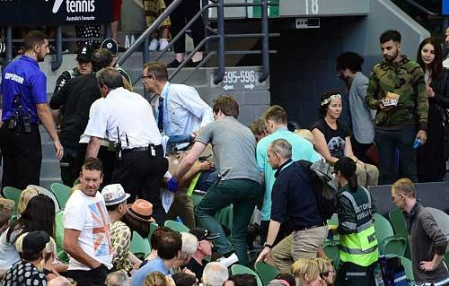 Australian Open ngày 6: Bố vợ Murray ngất xỉu, Ivanovic hoảng hồn - 2
