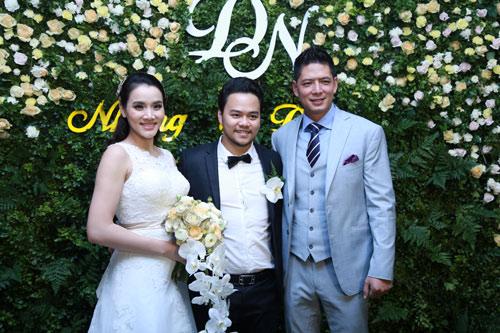 Trang Nhung quyến rũ trong tiệc cưới ngày đông Hà Nội - 1