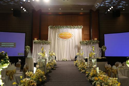 Trang Nhung quyến rũ trong tiệc cưới ngày đông Hà Nội - 9