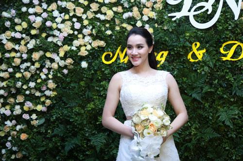 Trang Nhung quyến rũ trong tiệc cưới ngày đông Hà Nội - 3
