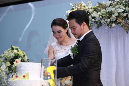 Con gái Trang Nhung ngơ ngác trong tiệc cưới bố mẹ - 11
