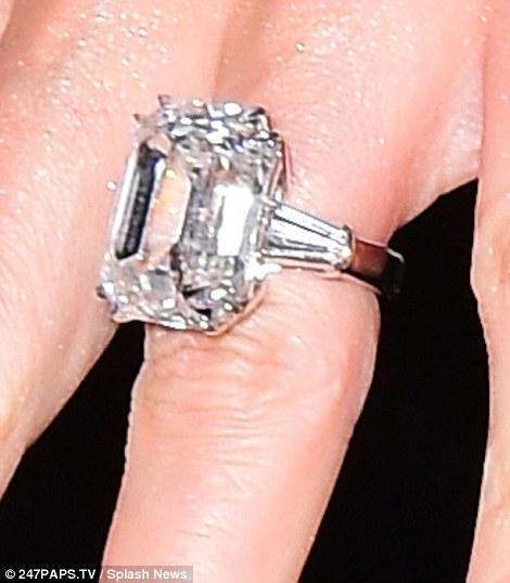 Mariah Carey khoe nhẫn đính hôn 165 tỷ đồng - 3