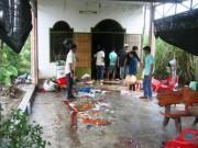 Tin tức trong ngày - Xe khách tông quán ăn, 5 người nhập viện