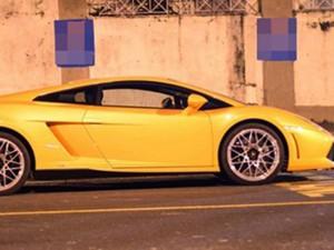 Lamborghini phải xếp xó vì bị xe ngựa chiếm đường