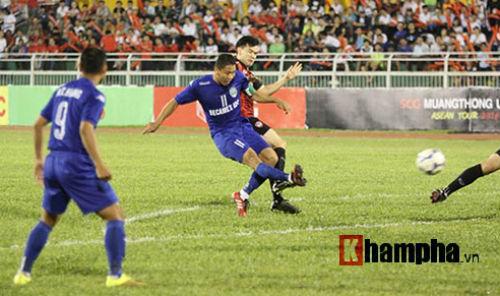 So tài bóng đá Việt – Thái lại có bàn thắng tranh cãi - 1