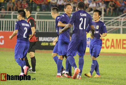 So tài bóng đá Việt – Thái lại có bàn thắng tranh cãi - 2