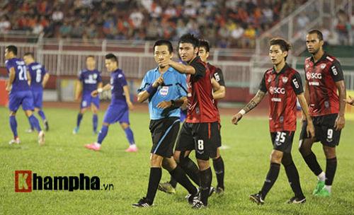 So tài bóng đá Việt – Thái lại có bàn thắng tranh cãi - 4