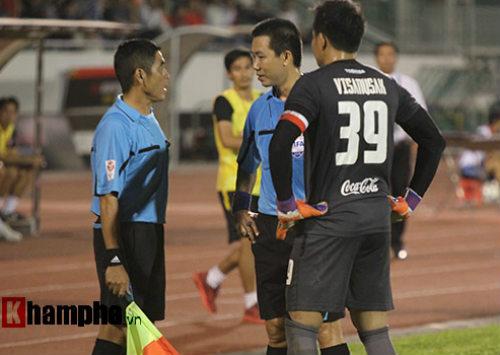 So tài bóng đá Việt – Thái lại có bàn thắng tranh cãi - 6