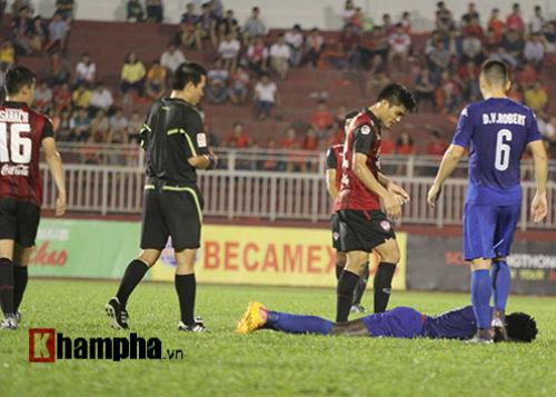 So tài bóng đá Việt – Thái lại có bàn thắng tranh cãi - 9