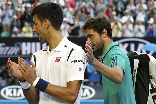 Mắc 100 lỗi tự đánh hỏng, Djokovic vẫn thoát hiểm - 1