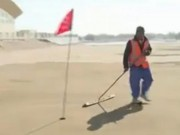 Thể thao - Golf trên cát: Môn thể thao siêu lạ