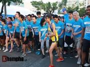 Thể thao - Nhiều VĐV đổ gục trên đường chạy 21 km ở TP.HCM