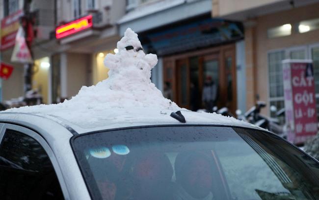 Ảnh: Du khách thích thú nặn người tuyết ở Sa Pa - 11