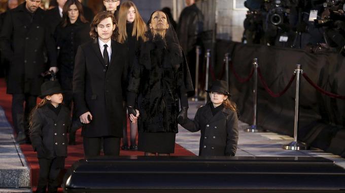 Hai khoảnh khắc rơi lệ trong tang lễ chồng Celine Dion - 6
