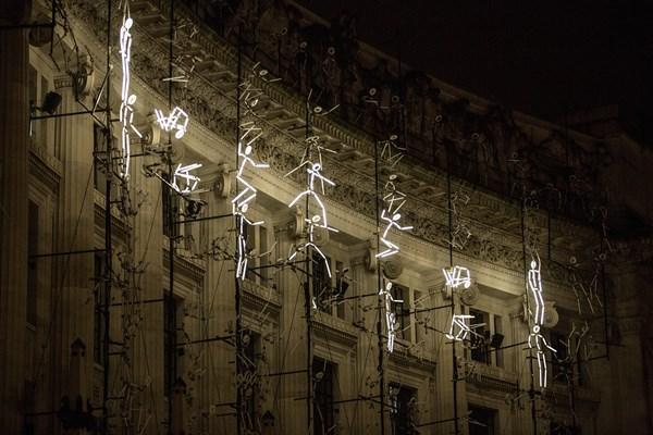 Lạc trong thánh đường ánh sáng ở London - 11