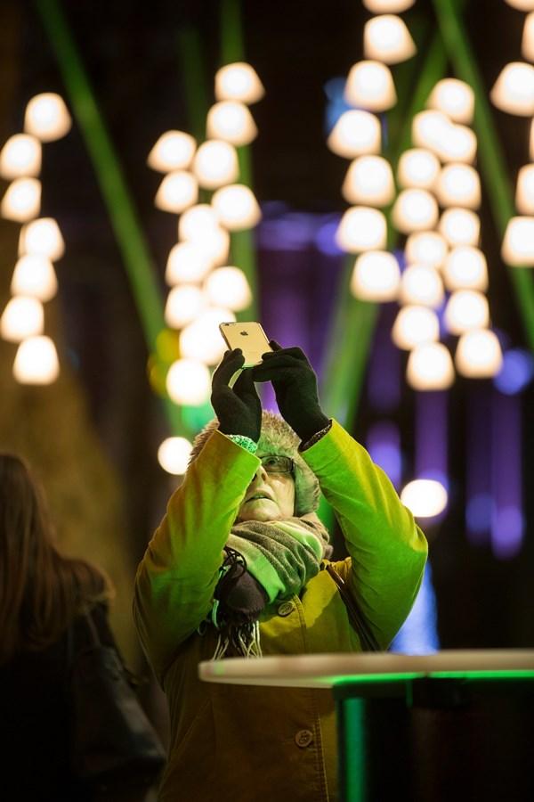 Lạc trong thánh đường ánh sáng ở London - 13