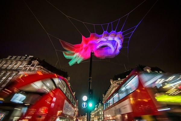 Lạc trong thánh đường ánh sáng ở London - 2