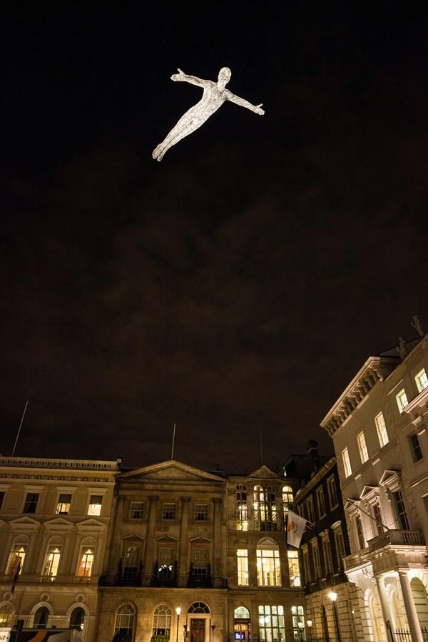 Lạc trong thánh đường ánh sáng ở London - 9