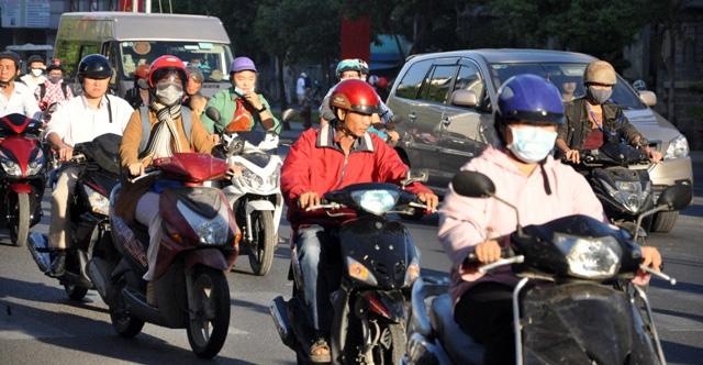 Sài Gòn lạnh bất thường, người dân thu mình trong áo ấm - 3