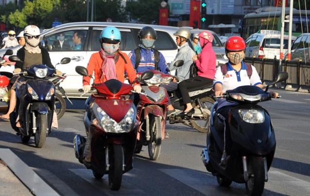 Sài Gòn lạnh bất thường, người dân thu mình trong áo ấm - 6