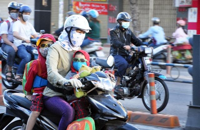Sài Gòn lạnh bất thường, người dân thu mình trong áo ấm - 7
