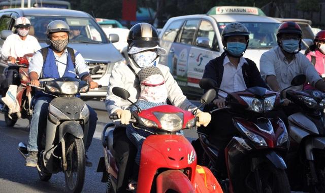 Sài Gòn lạnh bất thường, người dân thu mình trong áo ấm - 8