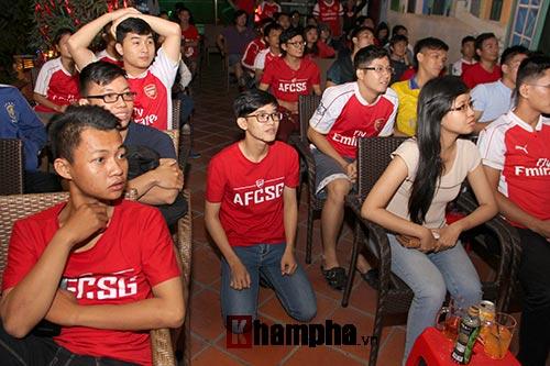 """Fan Arsenal """"dậy sóng"""" vì chiếc thẻ đỏ oan nghiệt - 1"""