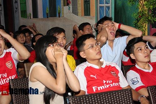 """Fan Arsenal """"dậy sóng"""" vì chiếc thẻ đỏ oan nghiệt - 3"""
