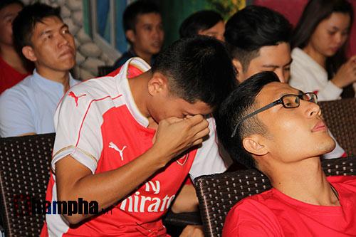"""Fan Arsenal """"dậy sóng"""" vì chiếc thẻ đỏ oan nghiệt - 4"""