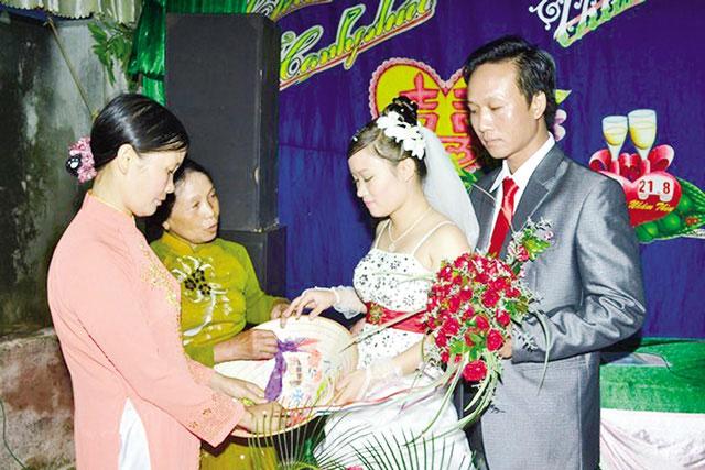 Chuyện con gái lấy chồng không nhận tiền mừng cưới - 2