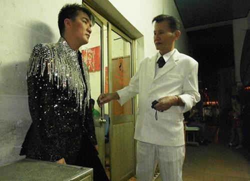 Facebook sao 25/1: 'Vua bầu show' miền Nam qua đời - 1