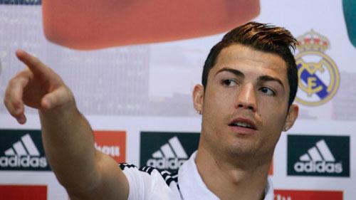 Mê mệt với những kiểu tóc điệu đà của Ronaldo - 11