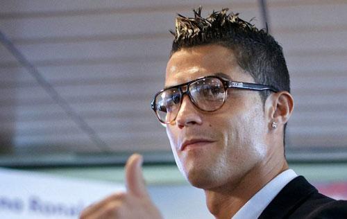Mê mệt với những kiểu tóc điệu đà của Ronaldo - 13