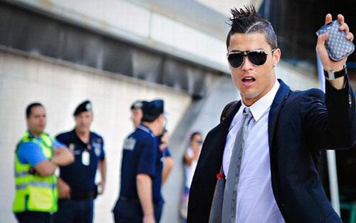 Mê mệt với những kiểu tóc điệu đà của Ronaldo - 6