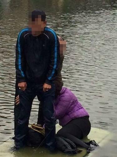 Xế hộp lao xuống hồ, 3 người ướt sũng trong cái rét 7 độ C - 2