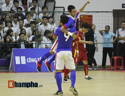 """Hai quả phạt đền """"đứng tim"""" của tuyển futsal Việt Nam - 1"""