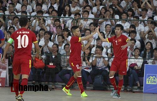 """Hai quả phạt đền """"đứng tim"""" của tuyển futsal Việt Nam - 2"""