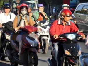 Sài Gòn lạnh bất thường, người dân thu mình trong áo ấm